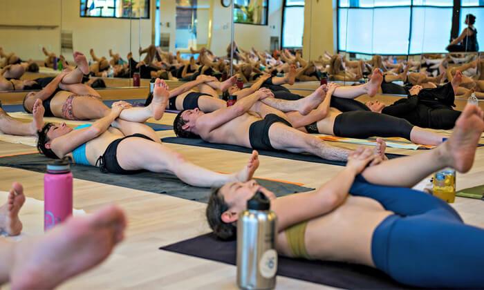 Bikram Yoga (Hot Yoga) – Cho người muốn giảm cân