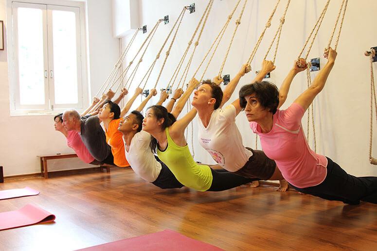 Iyengar Yoga - Xây dựng sức mạnh và cân bằng