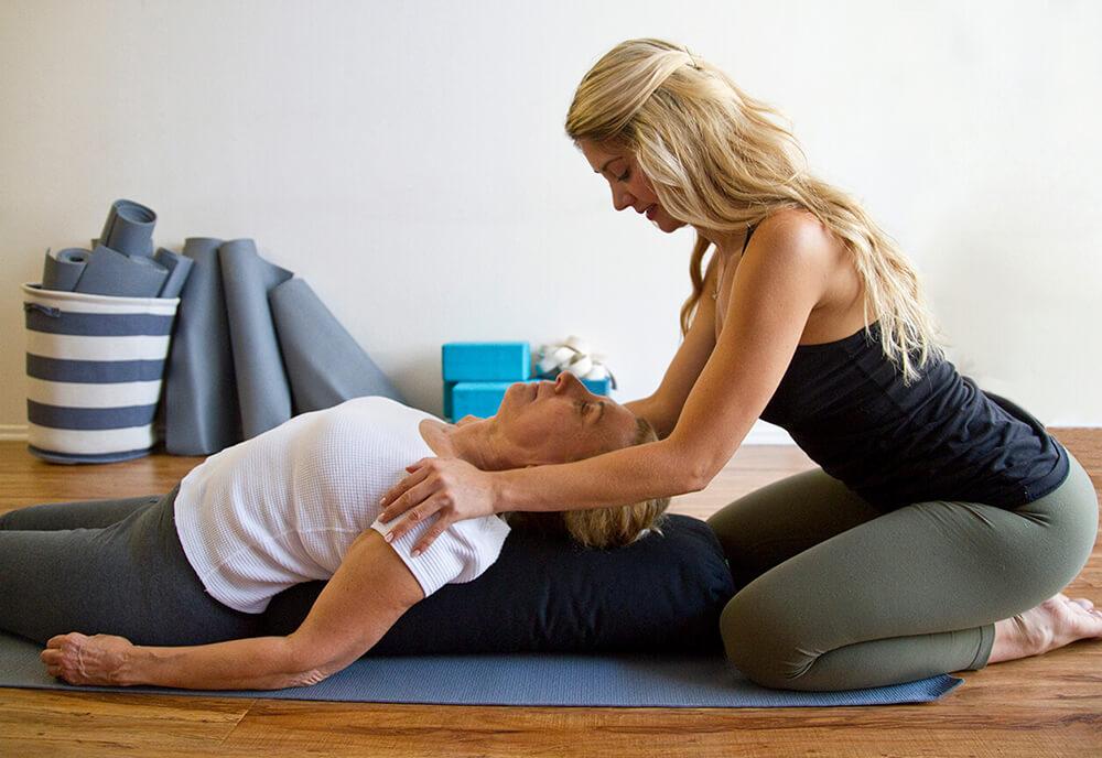 Loại hình Yoga Therapy - Chữa lành