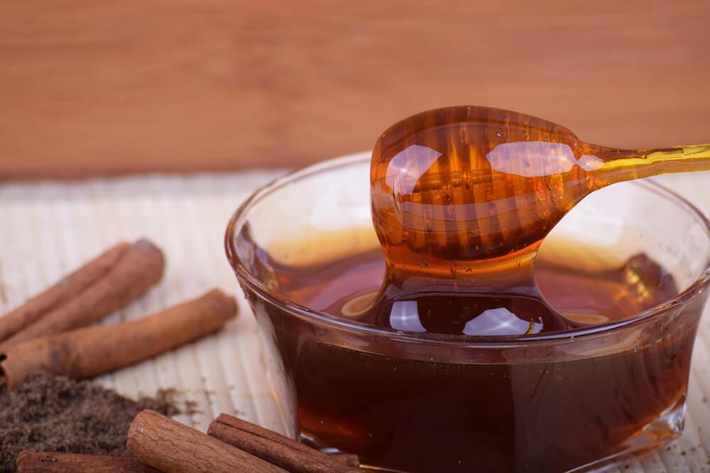 Mật ong nằm trong danh sách các chất ngọt có thể chấp nhận được để sử dụng trong chế độ ăn uống Sattvic