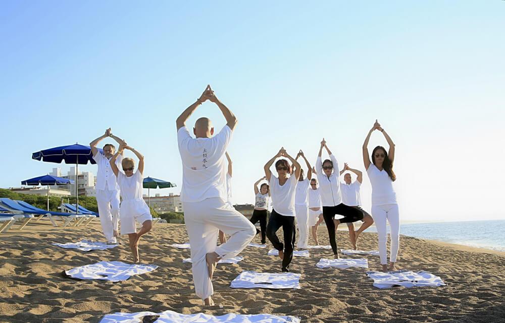 Tập thể dục hoặc tập Yoga vào buổi sáng