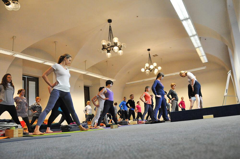 Iyengar Yoga là gì và lợi ích của chúng