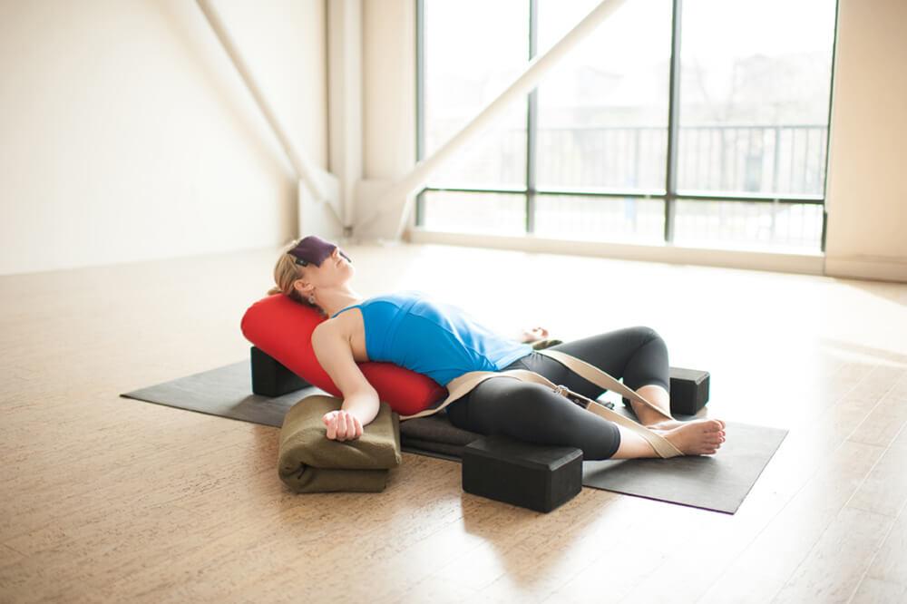 Loại hình Restorative Yoga hoạt động thế nào?