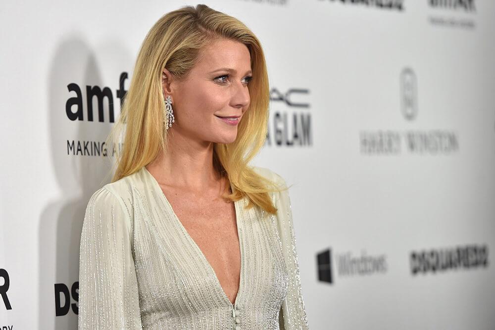 Yoga giúp Gwyneth Paltrow mạnh mẽ hơn