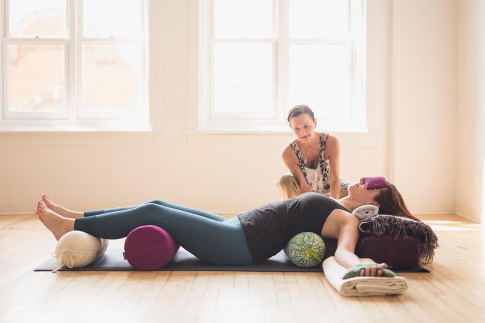 Lợi ích của loại hình Restorative Yoga