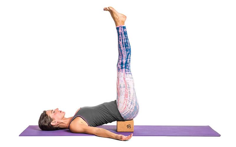 Legs Up the Wall Pose (Viparita Karani - Tư thế đặt chân lên tường)
