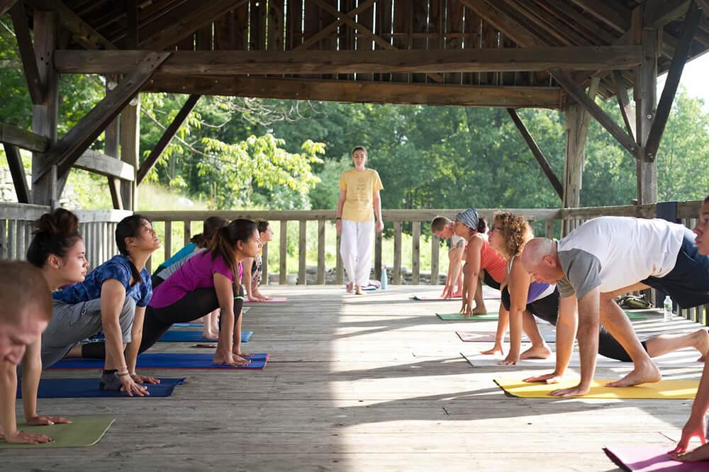 Động tác cơ bản của loại hình Sivananda Yoga