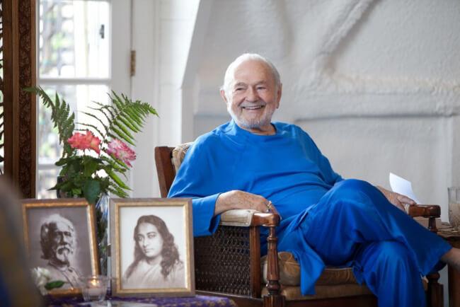 Ananda Yoga được sáng lập bởi Kriyananda