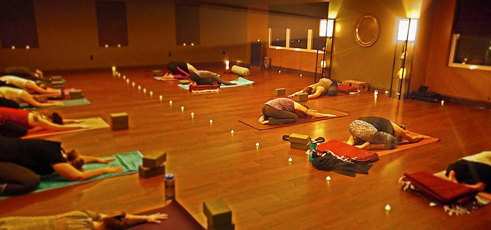 Động tác cơ bản của loại hình Ananda Yoga