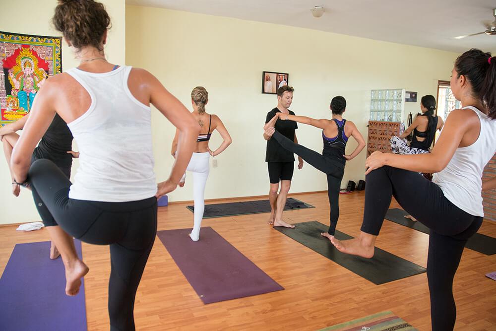 Thực hành loại hình Anada Yoga như thế nào