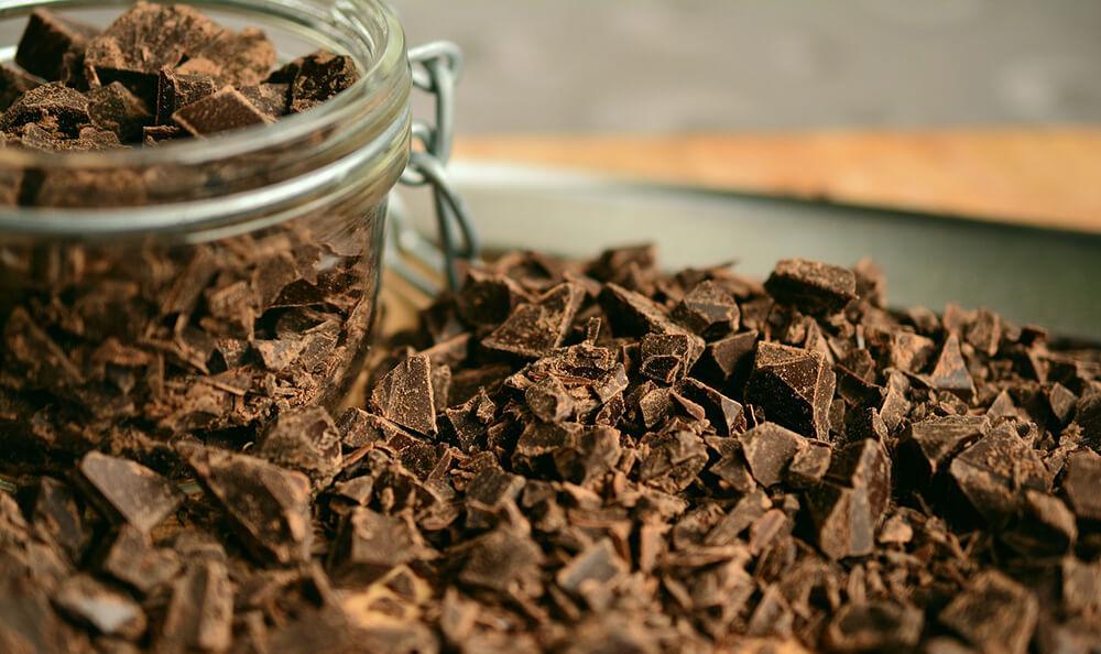 sô cô la đen giúp bạn có những lợi ích về cơ thể mà còn giúp bạn khỏe mạnh về tinh thần, tâm trí, cải thiện các bệnh về tim mạch, tiểu đường