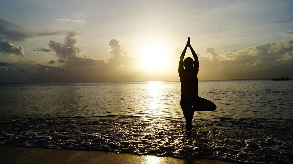 5 tư thế Yoga không yêu cầu thảm tập yoga