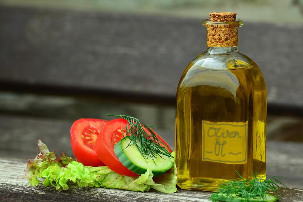 Dầuôliucó nhiều chất béo không bão hòa đơncó lợi ích chống ung thư khi tiêu thụ thường xuyên.