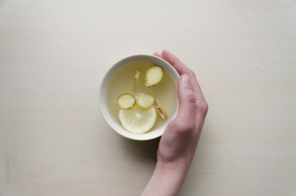 Uống trà gừng