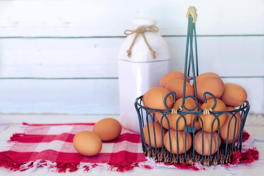 Choline, được tìm thấy trong lòng đỏ trứng , là một chất dinh dưỡng quan trọng đối với sức khỏe của hệ thần kinh