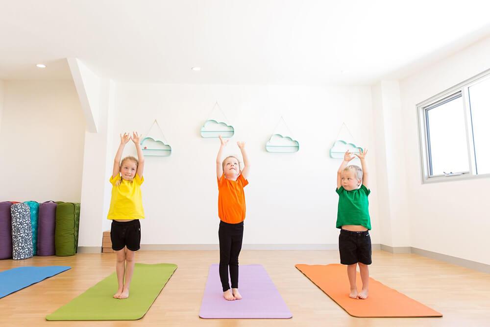 Những gì bạn cần biết vềKids Yoga trước khi bắt đầu cho bé