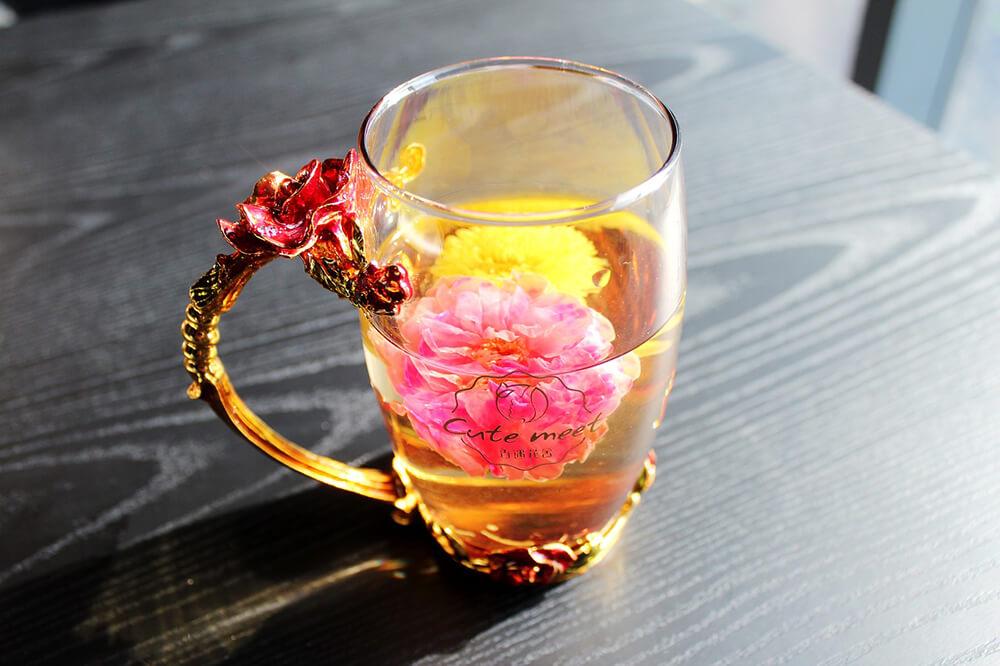Không có gì thoải mái và sảng khoái hơn một tách trà ấm vào một ngày lạnh